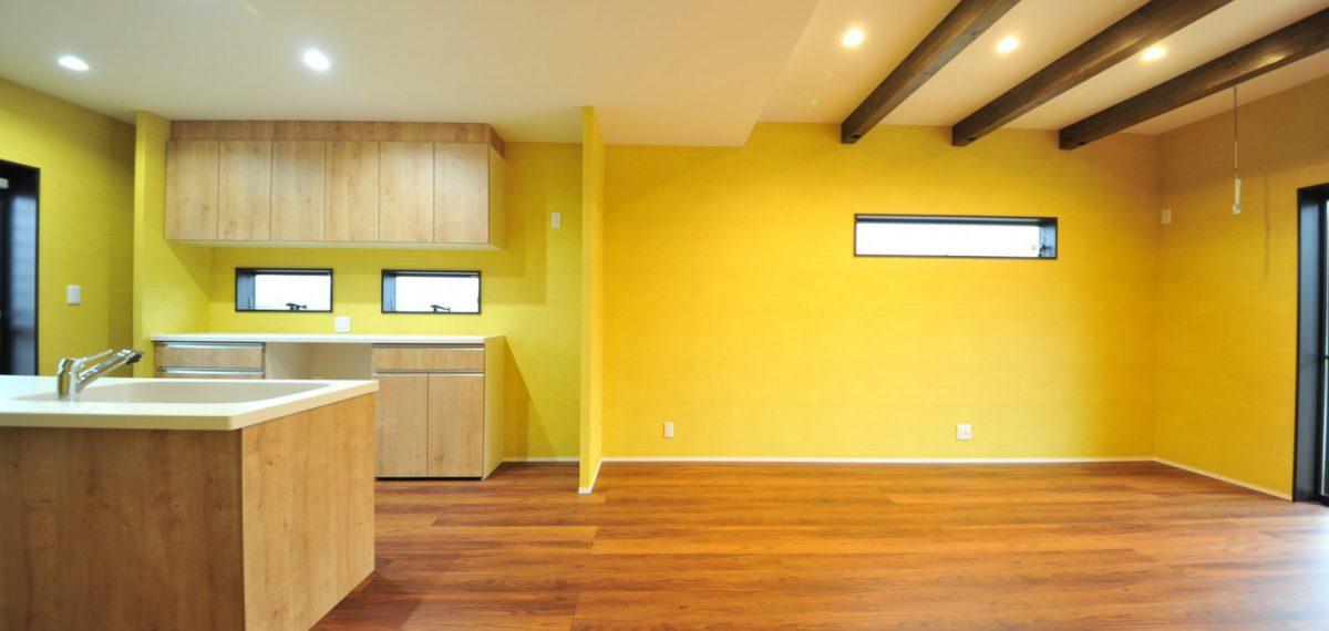 黄色と小物使いの心地よい家
